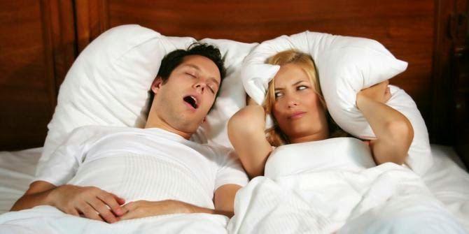 Tidur mendengkur sangatlah mengganggu, terutama yang bersebalah dengan orang yang mendengkur. Simaklah beberapa tips cara menghilangkan kebiasaan mendengkur, tips yang ampuh dan sangat mudah dilakukan..