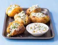 Recepty: Pečené brambory s ochucenou smetanou