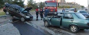 Karabük'ün Safranbolu ilçesinde 3 otomobilin karıştığı zincirleme trafik kazasında 4 kişi yaralandı. http://www.ajanskarabuk.com/category/ilcelerden-haberler/