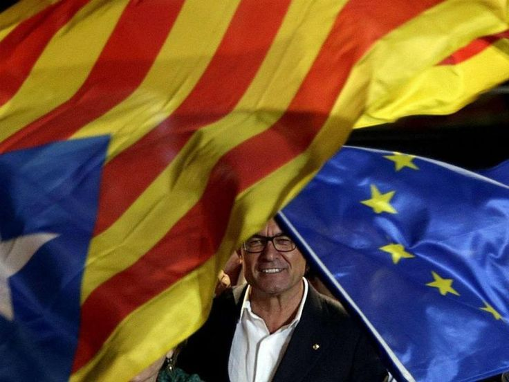Parlamento da Catalunha abre portas à independência > TVI24