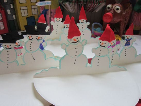 "Here is a cute Paper Plate Craft if ever I saw one - Snowmen CARDS - yep, they double up nicely as ""cards that you can send"" - be it for Christmas, or as Thank Yous come the new year.…"