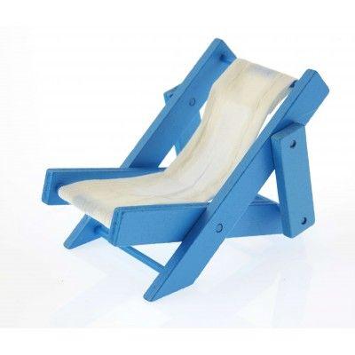 Choisissez ce transat en tissu et bois bleu pour votre décoration de table sur le thème de la mer, marin. Leur taille vous permet de les utiliser comme des centres de table.   A adopter pour un départ en retraite ou une soirée sur le thème Hippie, de la plage, des tropiques ... aussi Hawaï !                                                                                                                                                                                 Plus