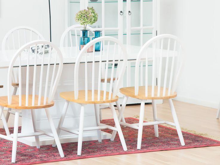 KULMBACH Bord 160 + 6 GILLHOV Stol Vit - Vitt förlängningsbart bord med sex vita stolar med sits i natur.