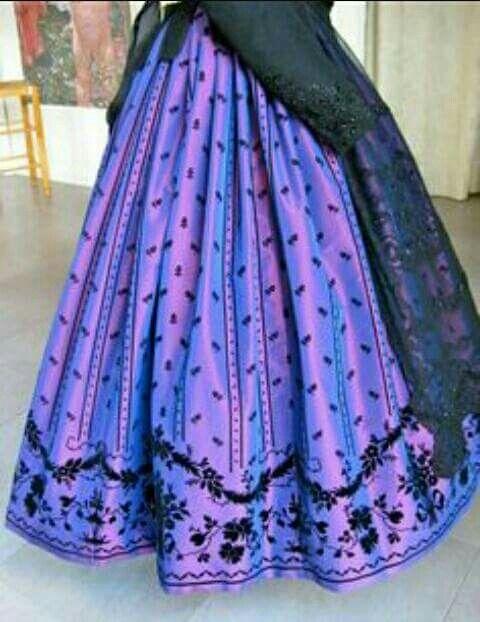 Falda y delantal ornamental