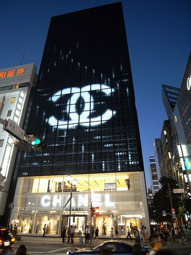 CHANEL Ginza in Tokyo, Tōkyō arrived in 2004, by Peter Marino