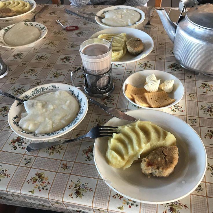 Остаётся всего один день до заезда в лагерь...а мы продолжаем подготовку к заезду детей, но любой день должен начинаться с вкусного и полезного завтрака, манная каша, рыбная котлета с картофельным пюре, бутерброд с сыром и какао #nextbuffet #nextзавтрак