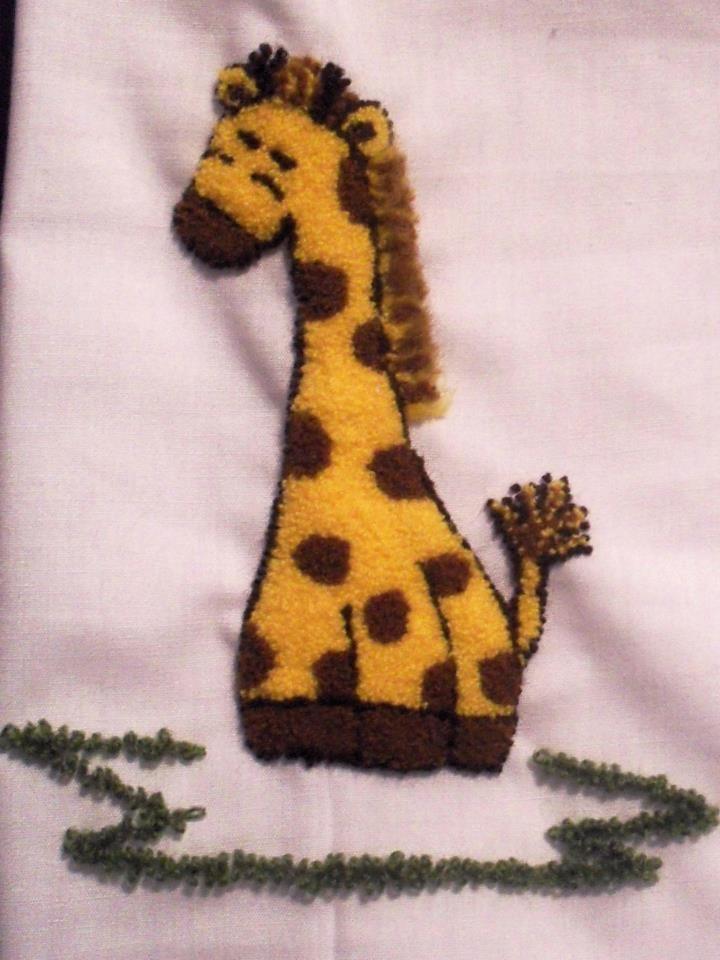 Jirafa en bordado chino / Giraffe with punchneedle - Igolochkoy needle | https://www.facebook.com/photo.php?fbid=508896432479948=pb.163337617035833.-2207520000.1365878636=3=1