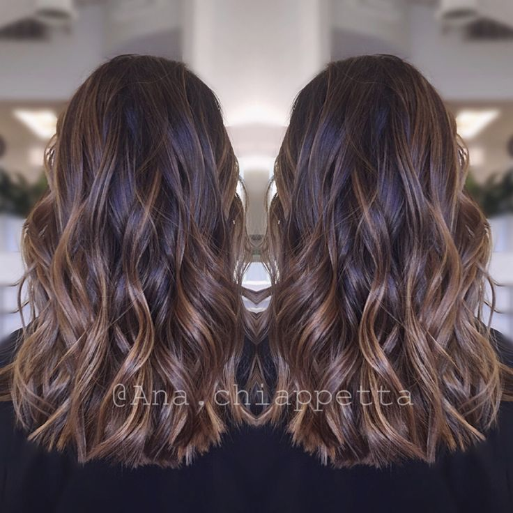 Color by @colorbyana Cristophe salon Newport Beach ca. Dark brunette balayage caramel highlights style curly beachwaves                                                                                                                                                                                 Más