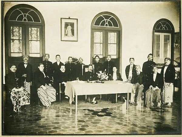 Voorzitter en leden van de regentschapsraad van Soemedang. 1926-1929
