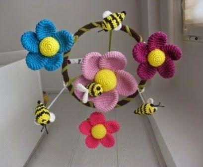 Móvil para cuna de flores y abejas, con patrón en español