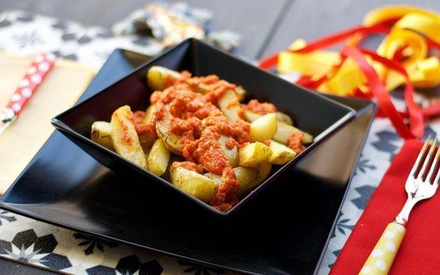Partita all'ora dell'aperitivo? ecco la ricetta spagnola Visto che la partita si gioca in orario aperitivo, cosa c'è di meglio di una ricetta per anticipare la cena? Le patatas bravas sono uno dei piatti piu tipici dei tapas bar spagnoli. Ecco come prepara #ricette #aperitivo #cucina #spagna
