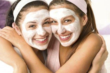 Come fare un peeling per il viso in casa con ingredienti naturali