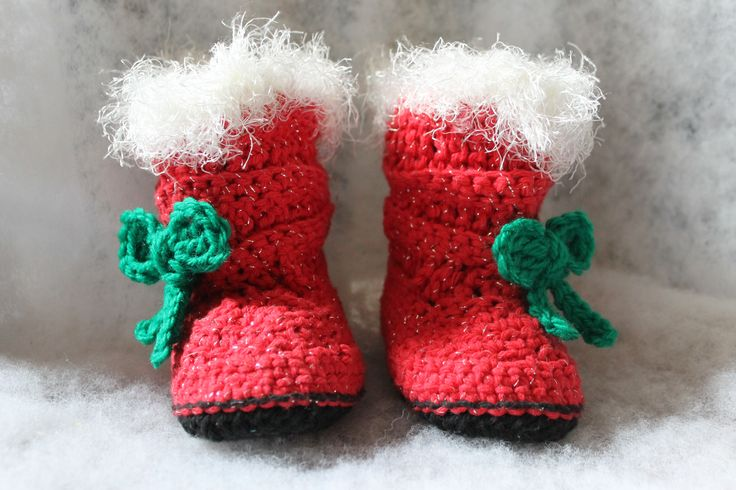 Christmas toddler crochet booties http://www.ravelry.com/projects/FiddleDeeGreen/mia-slouch-boots