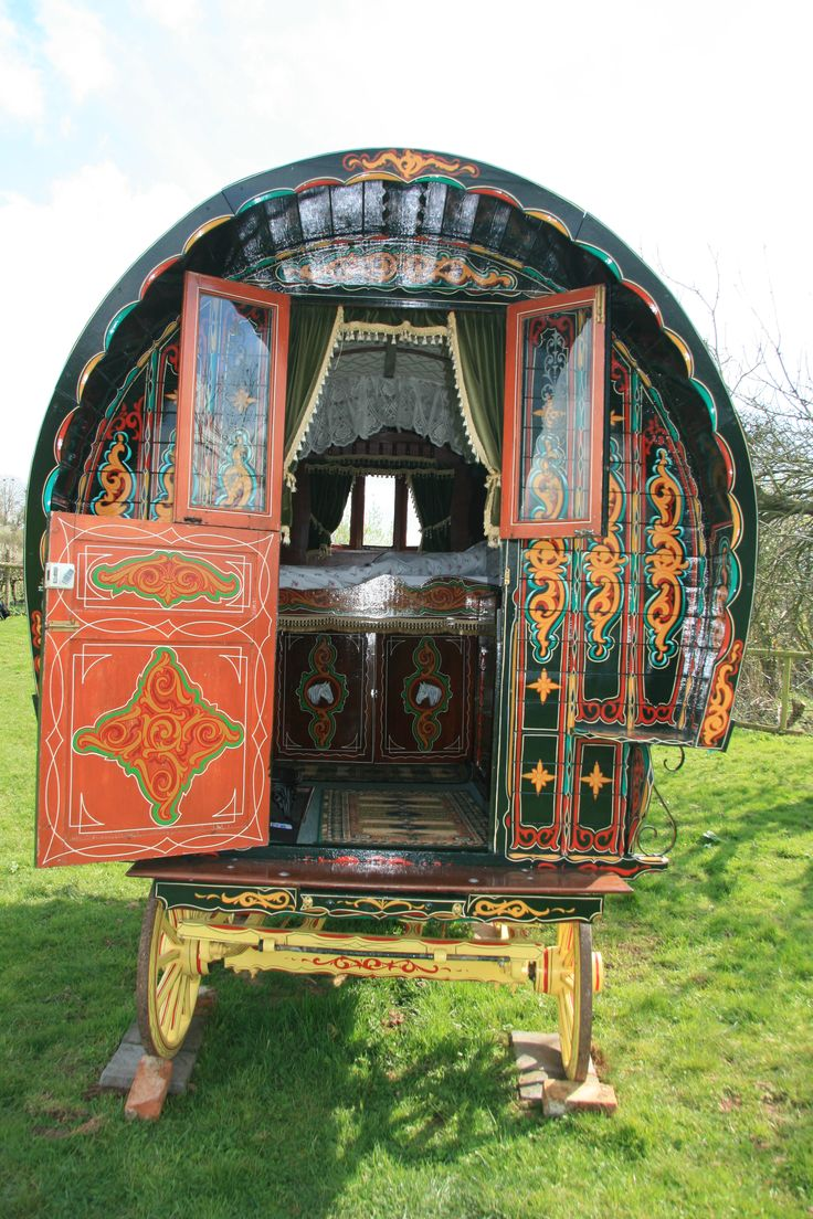 www.gypsycaravanbreaks.co.uk The wagon as used by the Famous Five series