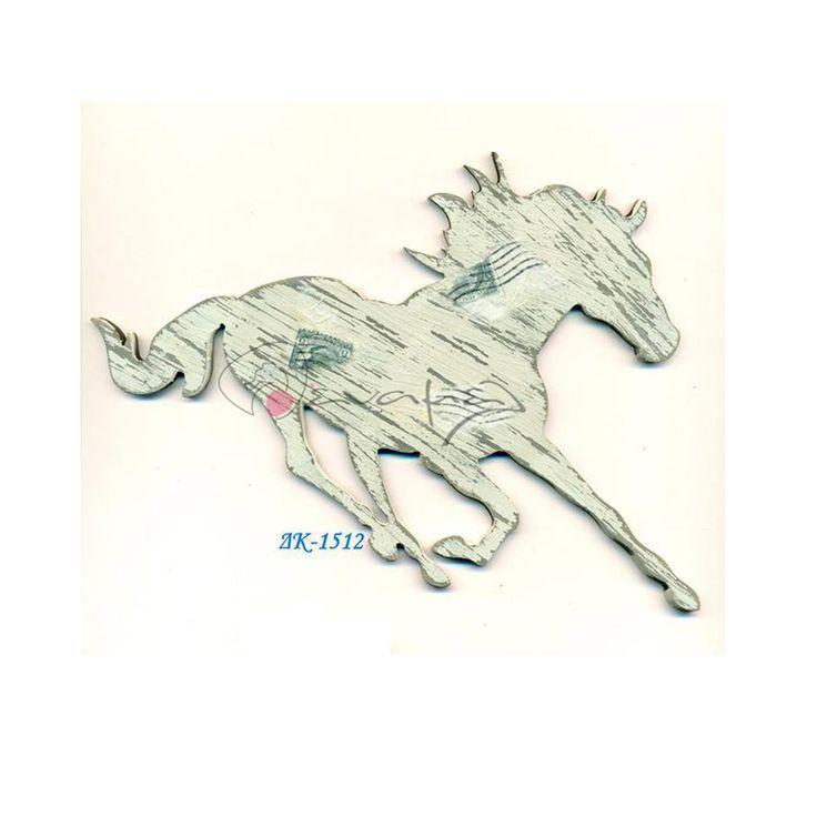 Ξύλινο διακοσμητικό άλογο που καλπάζει ζωγραφισμένο στο χέρι.  Το ξύλινο αυτό διακοσμητικό είναι ζωγραφισμένο μόνο από τη μία πλευρά.  Διαθέσιμο σε 3 μεγέθη 5 εκ, 8 εκ και 13 εκ.  Κατόπιν συννενόησης μπορεί να γίνει και σε άλλα χρώματα (χωρίς επιβάρυνση) ή να είναι ζωγραφισμένο και από τις δύο