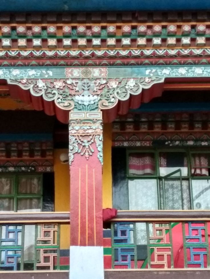 The great Indian architecture  in the walls of Nalanda Institute of Gangtok.. Luv them..