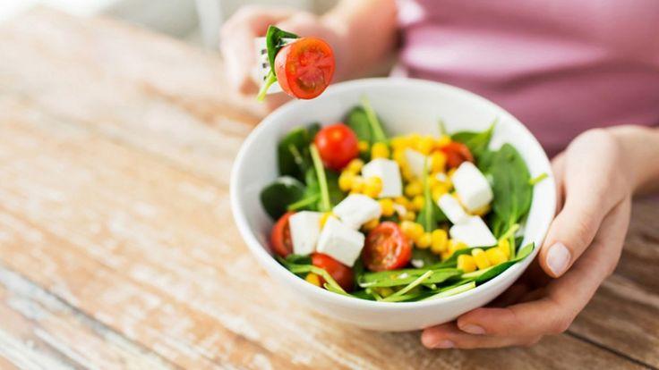 1700 Kalorilik Diyet Listesi İle Haftada 1 Kilo Zayıflamak İster Misiniz?  Kilo vermek isteyen herkes birçok farklı yolu dener ancak bir türlü istediği sonuca tam olarak ulaşamaz. Bunun kaynağı diyette bir şeylerin yanlış uygulanmasıdır.