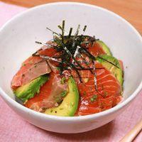 手軽に作れる アボカドとマグロの漬け丼 | 料理動画(レシピ動画)のkurashiru [クラシル]