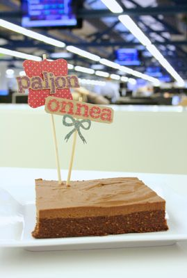 Raaka suklaabrowniekakku / Raw Chocolate Brownie Cake