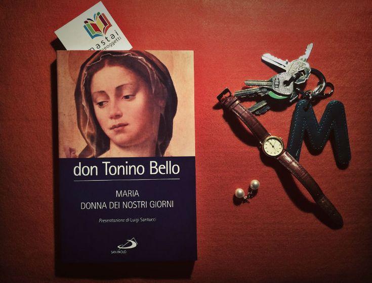 MARIA DONNA DEI NOSTRI GIORNI Un canto a Maria, un canto dolce, coraggioso, anticomformista. Un libro che unisce la poesia alla quotidianità, l'amore alla sapienza. Perché cantare a Maria, è cantare alla vita e al mondo.