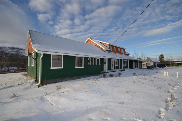$489,000 Mile 14.5 Mayo Road – MLS 7975 1993, 3400 sq ft, 4 bed 3 bath, country residential home on 7 acres, 360 degree mountain views 35 x 10 ft sunroom, 13 x 7 ft office, large kitchen 2 bed, 1 bath legal suite, detached garage, 15 ft shed, underground sprinkler system, outbuildings and more.
