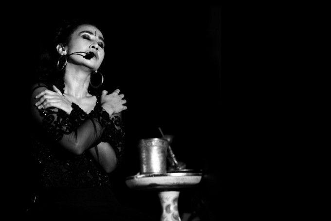 Balinese singer songwriter Ayu Laksmi: Musik dalam kesejatiannya hadir dan mengalir sebagai cermin kebebasan nurani. Serupa doa yang lahir dari keheningan interaksi dialogis terhadap apa saja, ia menjadi bentuk persembahan dan pengagungan. Lewat lagu-lagunya yang terangkum dalam album Svara Semesta, ia memosisikan dirinya sebagai objek atas kompleksitas pergulatan kehidupan manusia.