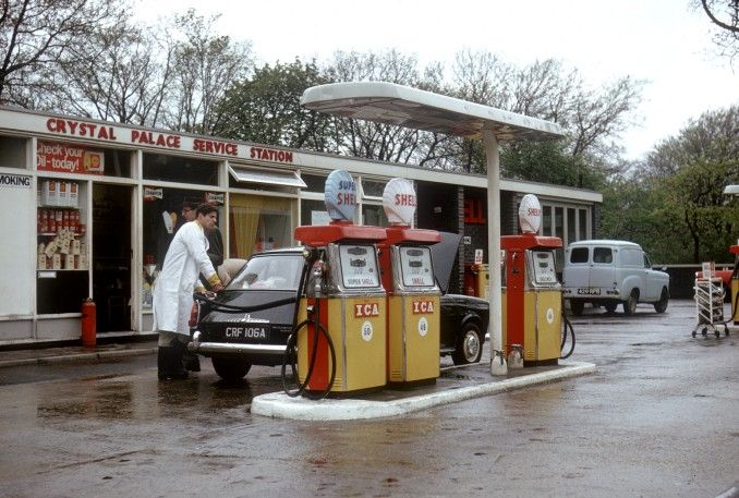Used to love these little independent filling stations, especially when somebody came out to fill your car up for you. The supermarket filling stations these days lack character