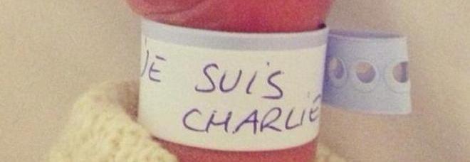 """""""Je Suis Charlie"""", la foto del neonato conquista il web: boom di condivisioni su Twitter -Guarda"""