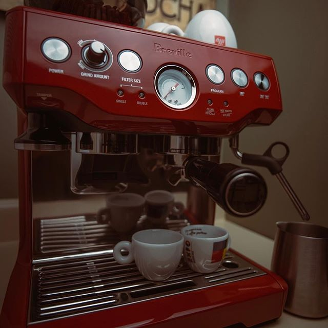 Breville Bes870xl Barista Express In Red Breville Barista Express Barista Home Espresso Machine