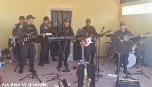 HONDURAS.- Un grupo de polic?as cristianos reci?n graduados, entonaron canciones cristianas  como ...
