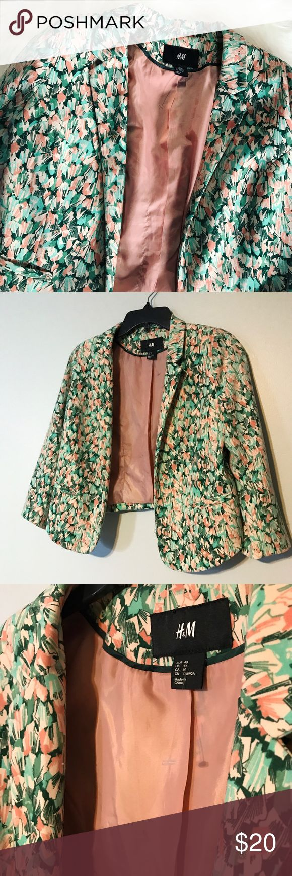 """H&M Cropped Spring Blazer 🌸 This blazer is perfect for Spring! Love the pastel colors. Materials are listed in tag. 17"""" chest x 19"""" length. H&M Jackets & Coats Blazers"""