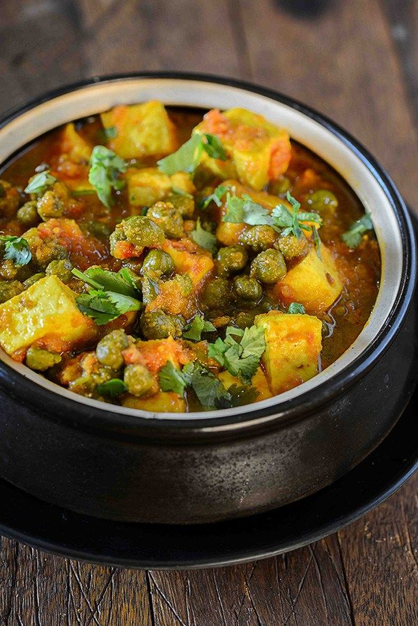Cholia and paneer curry is punjabi style light curry cooked with chola or green chickpeas and paneer. This is specially made during winters when fresh green chickpeas are in the season.