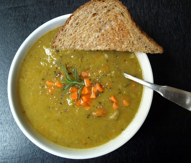 Parsnip & Split Pea Soup from the simple veganista. You can make it on the stove top or in a slow cooker, it will taste good either way #soup #parsnip #slowcooker