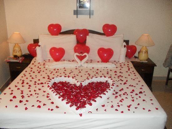Romantic Room Décor Ideas For Wedding Night!  http://valentinesideasforhim.com/
