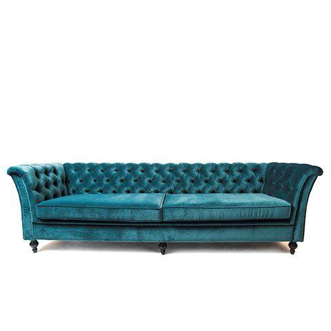 En klassisk vacker soffa med knappar i rygg och amrstöd. Går även att beställa som slät. Välj mellan tygklädsel eller varför inte ett vackert anelineläder. Djup: 80 cm Höjd: 74 cm Stoppning: Kallskum Leveranstid: ca 2 månader