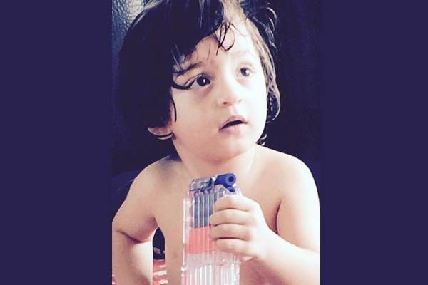 Shah Rukh-AbRam bond in the bathroom