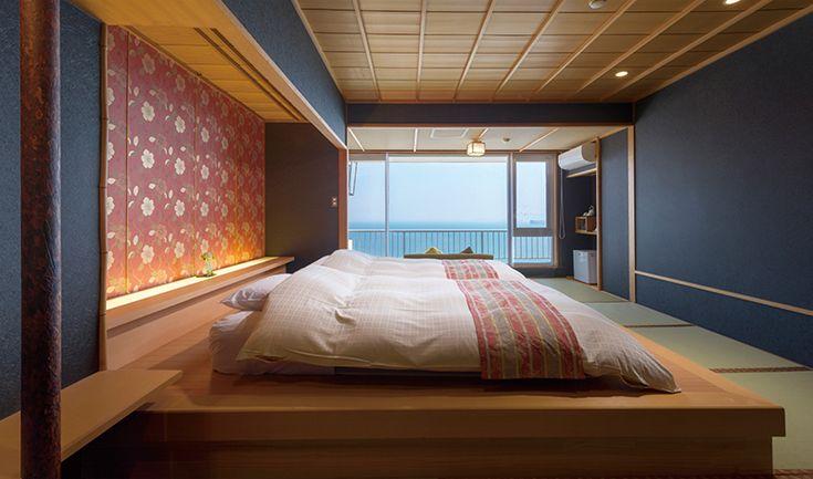 全室オーシャンビュー、三河湾の絶景を一望する全17室。明るい色彩のコンセプトルーム「北欧風和モダン スィート」をはじめ、露天風呂付のお部屋、グループ女子旅に最適な和洋室など、豊富なお部屋タイプをご用意。スタンダードなツインルームはシングルユースでもご利用いただけます。