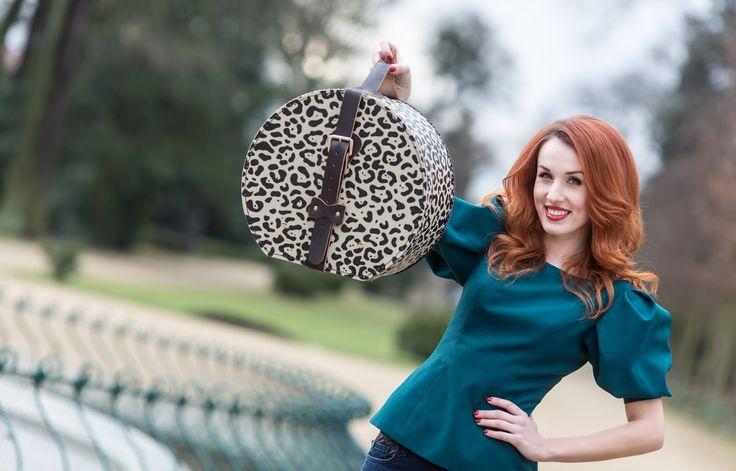 Gepardí kloboukovka zaujala i herečku a moderátorku Lenku Vacvalovou. Hat box in gepard style grip Lenka Vacvalova.