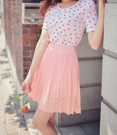 not big for the pink-on-pink but i like the shirt and skirt style :3