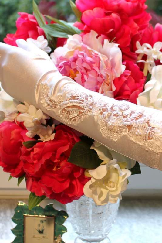 Lace and Pearl Satin Opera Gloves