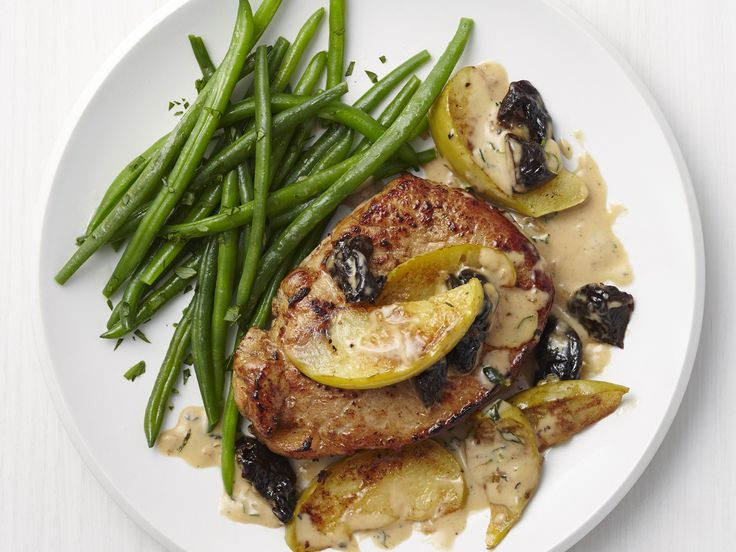 Get this all-star, easy-to-follow Pork with Apple Cream Sauce recipe from Food Network Magazine.