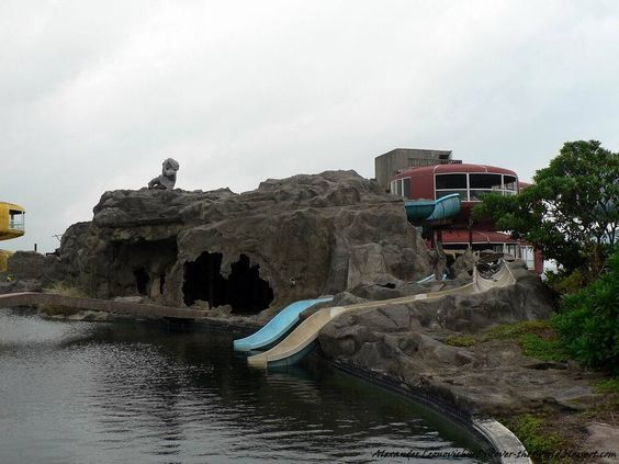Las casas OVNI de Sanzhi o casas platillo de Sanzhi o la  era un conjunto de edificios con forma de platillo volador situados en San Zhi - Taiwan #ciudades  #china  #casas ovni #architecture
