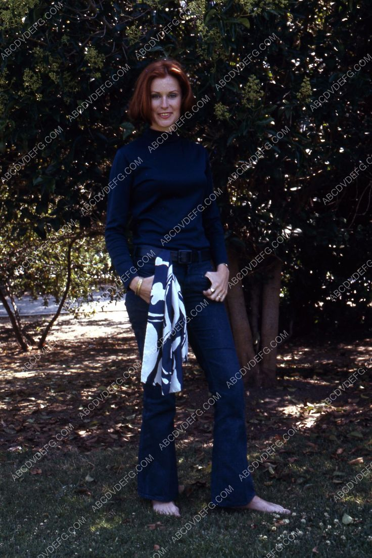 beautiful Susan Clark outdoors portrait 35m-2144