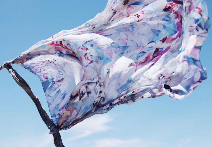 Платок может стать и сумкой, и платьем, и верным другом, и даже знаменем! Как и где его применить - решать только Вам. Развевается платок Диамант, www.radicalchic.ru  #radicalchicfashion #radicalchic_design #accessories #silk #scarf #fashiontrend #inspiration #summermood #shoppingonline #шелковыйплаток #модныеаксессуары #стильно, #игравоображения, #шоппингонлайн, #купитьплаток, # купитьподарок,
