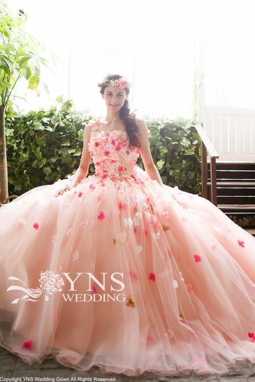 やっぱり可愛い♡カラードレスはお花のドレスで決まり!!*ピンク編*にて紹介している画像