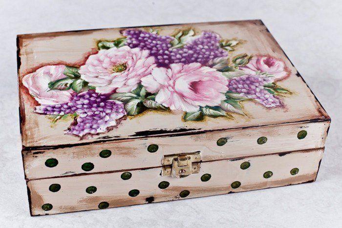un autre suggestion pour une boite a bijoux DIY, décorée grace a la technique du serviettage