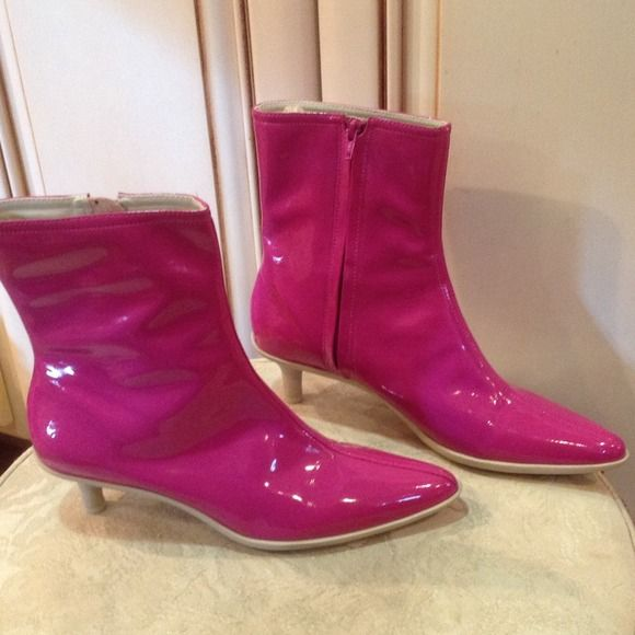 Banana Republic hot pink ankle boots Sz 8.5 Fuchsia patent leather with white rubber soles. Side zipper closure. Gently worn really gorgeous. Banana Republic Shoes Ankle Boots & Booties