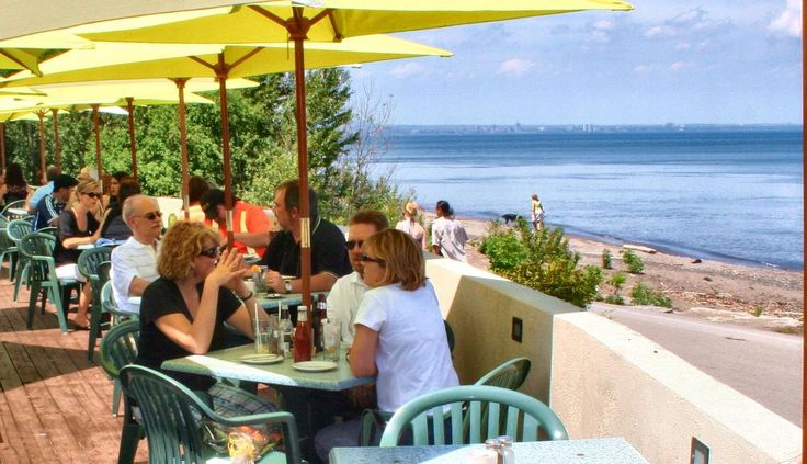 Escape the Ordinary! When ambiance, setting and versatility matter, Barangas is the perfect location for your social and corporate event. Barangas on the Beach is an award winning restaurant with one of Ontario's largest lake front patios.