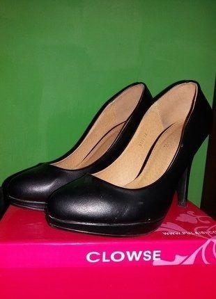 Kup mój przedmiot na #vintedpl http://www.vinted.pl/damskie-obuwie/na-wysokim-obcasie/17137828-czarne-szpilki-clowse-rozmiar-38