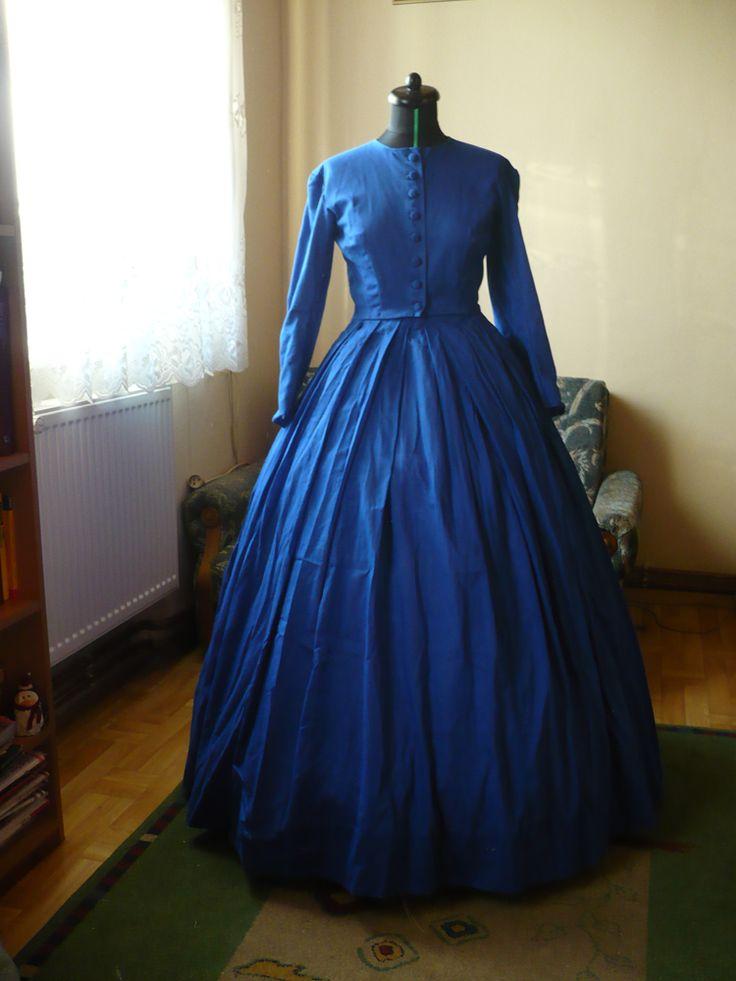 Bo trzeba mieć jakieś hobby...: HSM #2 - Blue - 1864(ish) dress